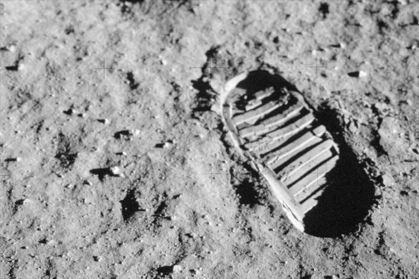 Speaker aims to save the moon landing sites